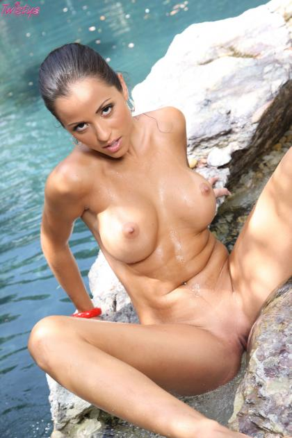 Janessa Brazil - Wet and Wild - Los Pajeros